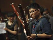Ragazzo del Bassoon sul concerto di musica di alloggiamento di musica del vento Fotografie Stock Libere da Diritti
