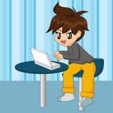 Ragazzo del fumetto che per mezzo del computer portatile Immagine Stock Libera da Diritti
