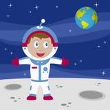 Ragazzo dell'astronauta sulla luna Immagini Stock