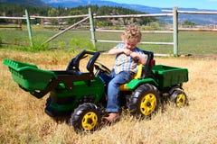 Ragazzo dell'azienda agricola Fotografia Stock Libera da Diritti