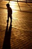 Ragazzo dell'ombra di tramonto Fotografie Stock