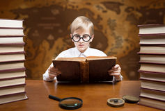 Ragazzo della lettura Fotografia Stock Libera da Diritti