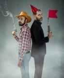 Ragazzo della mucca e duello divertente bastonato Fotografie Stock