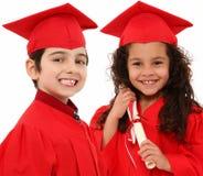 Ragazzo di graduazione di asilo e bambino della ragazza i immagini stock