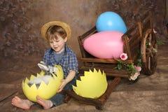 Ragazzo di paese sulla mattina di Pasqua Fotografia Stock