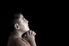 Ragazzo di preghiera Fotografie Stock Libere da Diritti