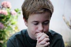 Ragazzo di preghiera fotografia stock libera da diritti