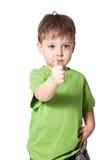 Ragazzo di sorriso con il dito su fotografie stock libere da diritti