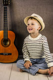 Ragazzo e chitarra Fotografie Stock