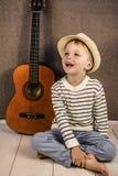 Ragazzo e chitarra Fotografia Stock