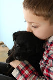 Ragazzo e cucciolo Fotografie Stock Libere da Diritti