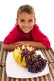 Ragazzo e frutta fresca Fotografie Stock Libere da Diritti
