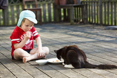Ragazzo e gatto Fotografia Stock
