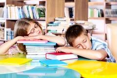 Ragazzo e ragazza addormentati Fotografia Stock Libera da Diritti