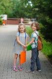 Ragazzo e ragazza - allievi della scuola elementare Fotografia Stock Libera da Diritti