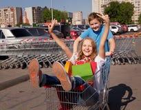 Giovani compratori Fotografie Stock Libere da Diritti