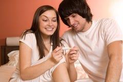 Ragazzo e ragazza piacevole con il termometro Fotografie Stock Libere da Diritti