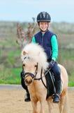 Ragazzo ed il suo cavallino di Shetland Fotografia Stock Libera da Diritti