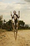 Ragazzo etiopico sugli stilts Immagini Stock Libere da Diritti
