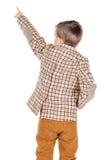 Ragazzo felice adorabile del ritratto giovane che esamina macchina fotografica isolata sopra Immagine Stock