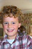 Ragazzo felice con il suo ratto dell'animale domestico Immagini Stock Libere da Diritti
