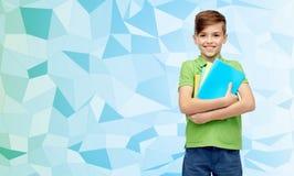 Ragazzo felice dello studente con le cartelle ed i taccuini Fotografia Stock
