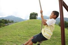 Ragazzo giapponese che gioca con la volpe di volo Immagini Stock Libere da Diritti