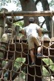 Ragazzo giapponese che gioca con ropewalking Immagine Stock Libera da Diritti
