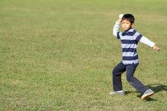 Ragazzo giapponese che gioca fermo Immagini Stock Libere da Diritti