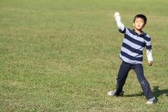 Ragazzo giapponese che gioca fermo Fotografia Stock Libera da Diritti