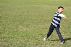 Ragazzo giapponese che gioca fermo Fotografia Stock