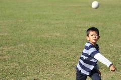 Ragazzo giapponese che gioca fermo Fotografie Stock