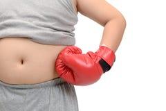 Ragazzo grasso obeso che indossa il isolatedt rosso dei guantoni da pugile Fotografia Stock