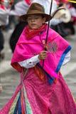 Ragazzo indigeno in abbigliamento tradizionale colorato luminoso Immagini Stock Libere da Diritti