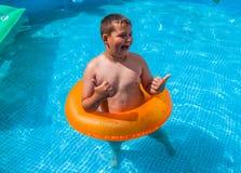 Ragazzo nel divertiresi nella piscina Immagine Stock Libera da Diritti