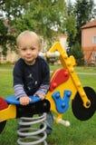 Ragazzo nel parco dei bambini Fotografie Stock Libere da Diritti