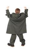 Ragazzo nel vestito del grande uomo e caricamenti del sistema dalla parte posteriore Immagine Stock