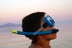 Ragazzo nella mascherina di immersione subacquea Fotografie Stock Libere da Diritti
