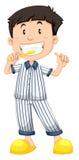 Ragazzo in pigiami a strisce che puliscono i denti Immagini Stock