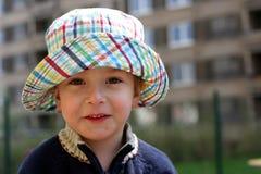 Ragazzo sorridente in un cappello del boonie Immagine Stock Libera da Diritti
