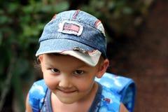 Ragazzo sorridente in una protezione blu Fotografia Stock