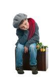 Ragazzo stanco che si siede su un trank Immagini Stock