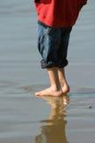 Ragazzo sulla spiaggia Fotografia Stock