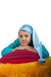 Ragazzo sveglio che mette su cuscino isolato Immagine Stock Libera da Diritti