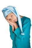Ragazzo sveglio in pigiama blu isolato Fotografie Stock Libere da Diritti
