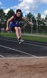 Ragazzo teenager che fa il salto triplice Fotografie Stock Libere da Diritti