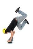 Ragazzo teenager con il pattino sopra il basamento facente bianco della mano Immagini Stock Libere da Diritti