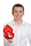 Ragazzo teenager con la scatola del cuore ed il grande diamante Immagine Stock
