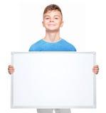 Ragazzo teenager con lo spazio in bianco bianco Fotografia Stock Libera da Diritti