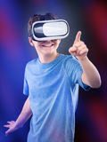 Ragazzo teenager in vetri di VR Immagini Stock Libere da Diritti